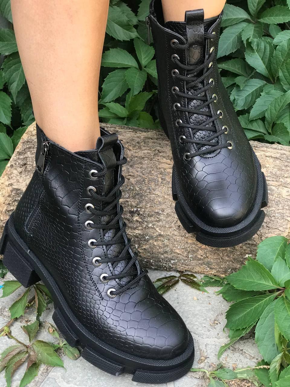 Чорні круті черевики шкіряні на товстій підошві шкіра під рептилію розмір 36-41