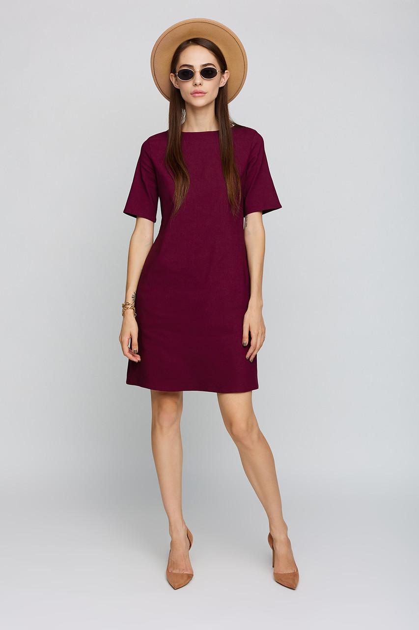 Короткое однотонное бордовое летнее платье