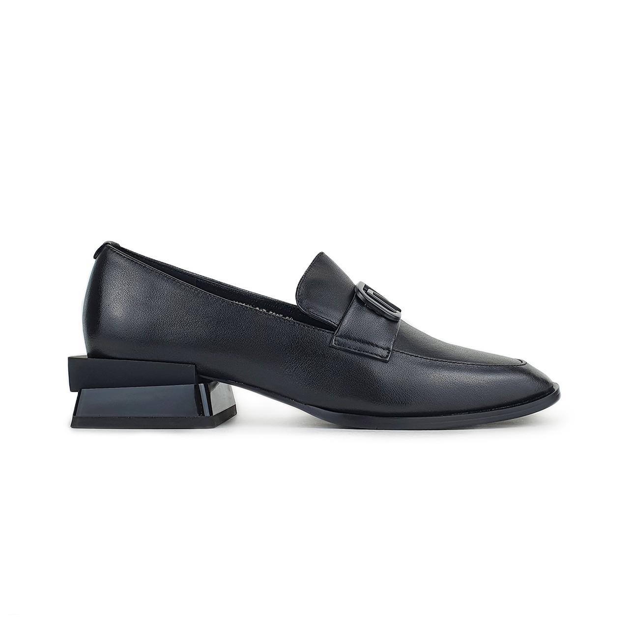 Стильные женские лоферы черного цвета на не высоком каблуке