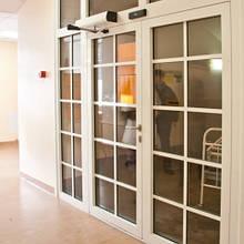 Автоматичні розкривні двері