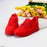 Стильні легкі яскраві червоні замшеві жіночі кросівки доступна ціна, фото 3