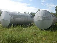 К дну высокого цилиндрического резервуара приварена трубка