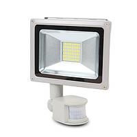 LED-прожектор Lightwell LW-30W-220PIR з датчиком руху