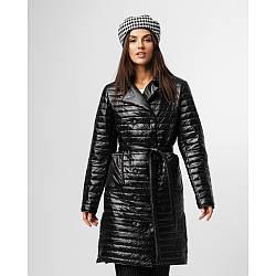 Демісезонна чорна жіноча куртка з поясом