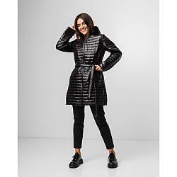 Демісезонна жіноча чорна куртка з капюшоном і поясом