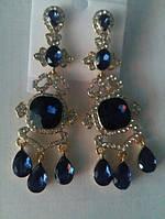 Длинные серьги с синими камнями в золотой оправе