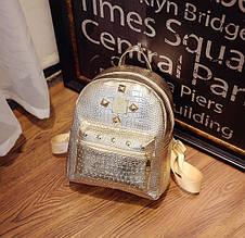 Женский маленький рюкзак лаковый золотистый прогулочный, мини рюкзачок городской для девушек золотой