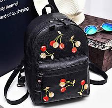 Модний жіночий рюкзак з вишивкою