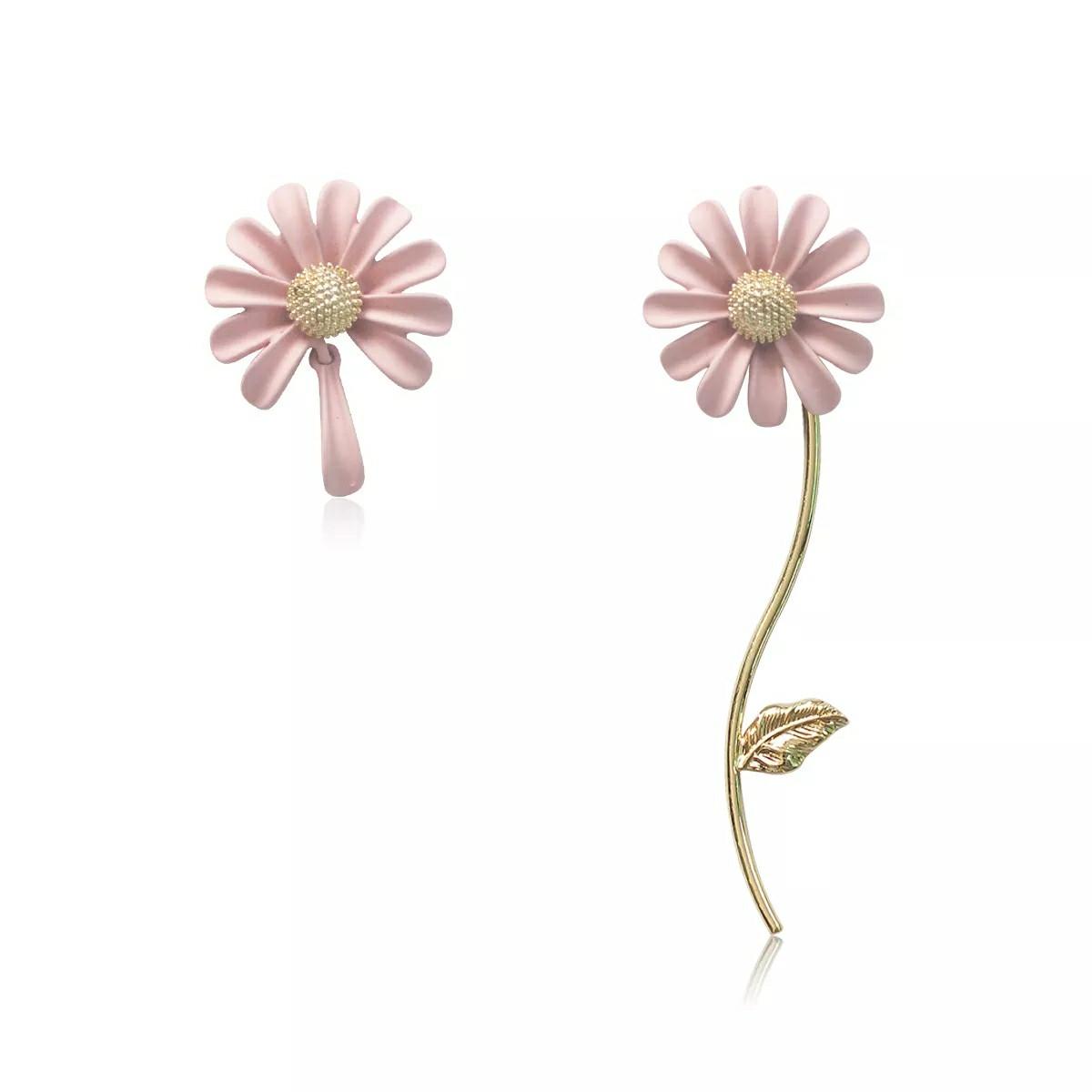 Модные ассиметричные серьги Ромашки розовые