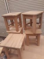 Маленький табурет размеры сидения крышки табурета 25х25 см и высота табурета 26см.