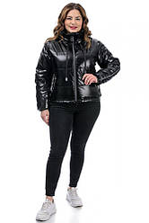 Демісезонна чорна куртка жіноча лакова