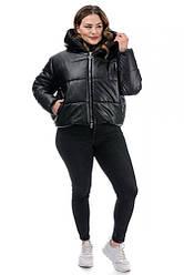 Короткая зимняя женская куртка из экокожи