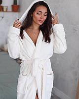 Красивий жіночий махровий халат в кремовому кольорі