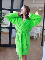 Яркий короткий махровый халат женский салатового цвета
