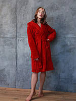 Женский махровый халат бордового цвета