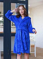 Короткий махровый стильный женский халат в цвете электрик, фото 1