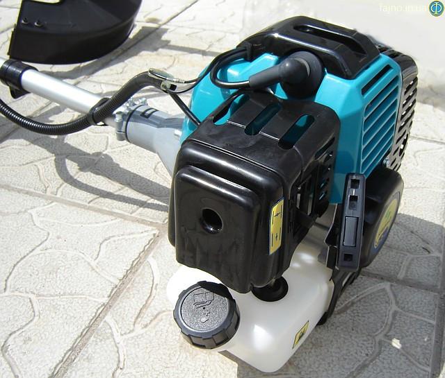 Воздушный фильтр на мотокосе Садко 2200