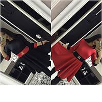 Платье с отделкой другого цвета и знаком Шанель