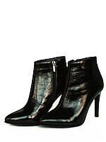 Ботинки на шпильке из черной лаковой кожи