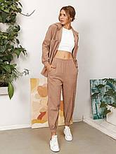 Костюм жіночій брючний з вельвету бежевого кольору, сорочка на ґудзиках з джоггер