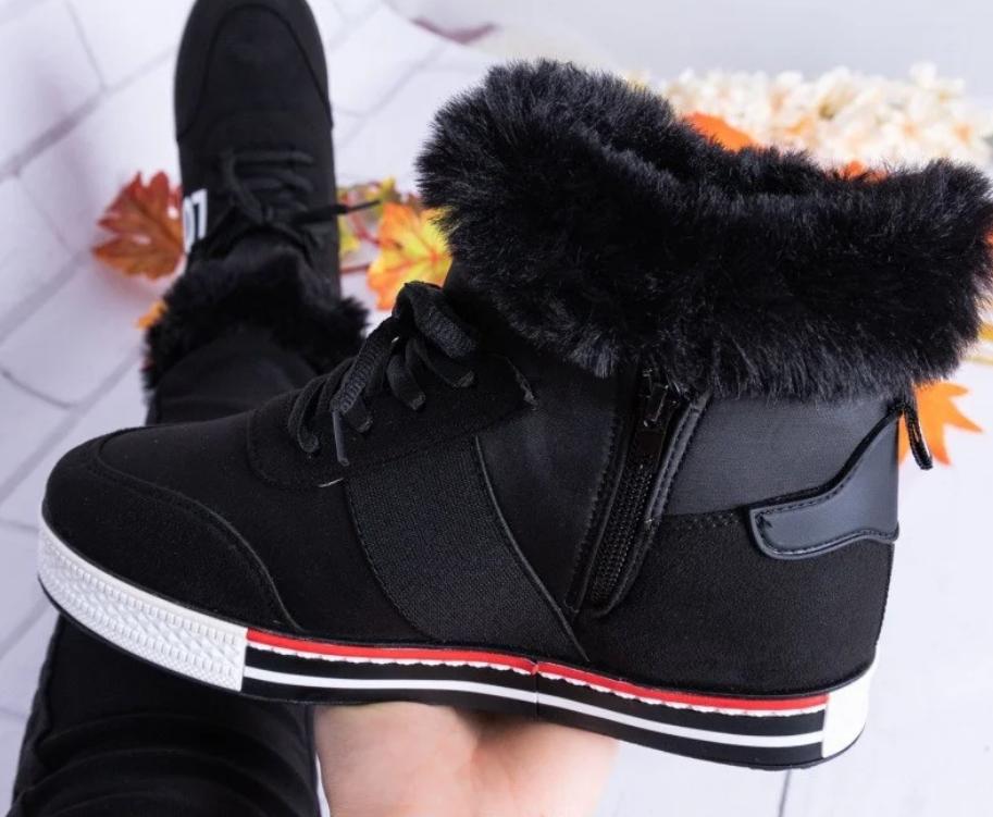 Зимней женские ботинки на танкетке черные