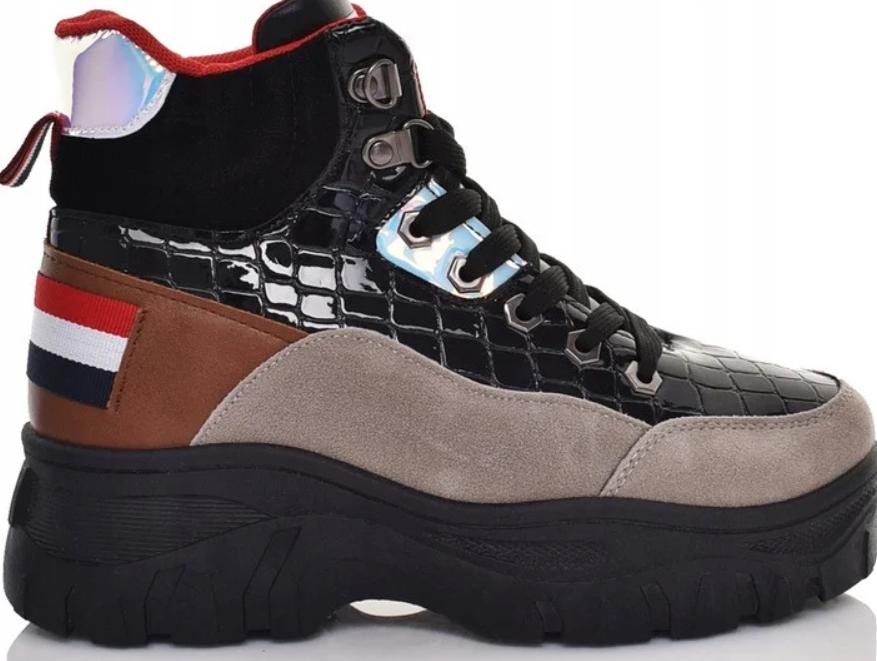 Жіночі черевики на товстій підошві зі шнурівкою