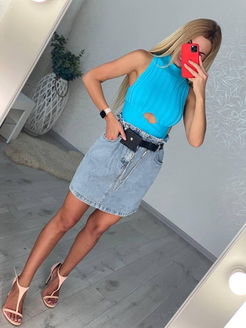 Жіноча джинсова спідниця високої посадки з поясом і кишенями