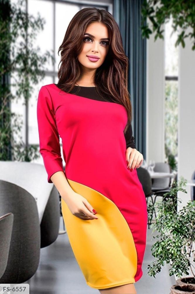 Повседневное трехцветное приталенное платье короткое до середины бедра из микро дайвинга с рукавом 3/4 арт.817