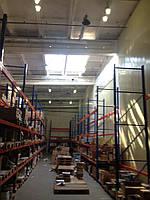 Здание специально предназначено для складирования товара имеет высокие потолки. Комплекс строительно-товарный,