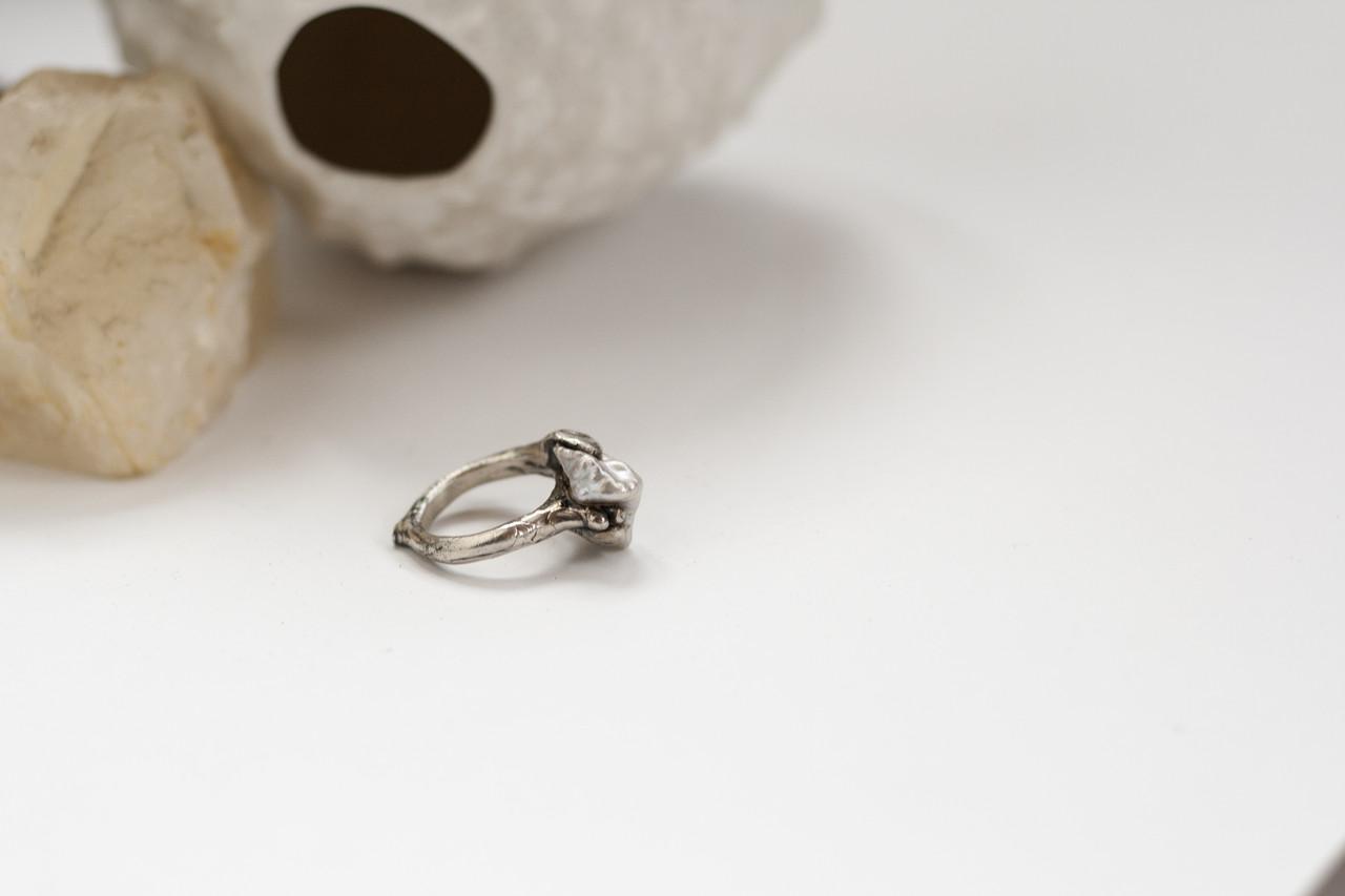 Срібне кільце з малим бароковим перлами OOAK
