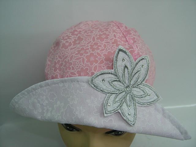 Шляпа с цветочком розовая