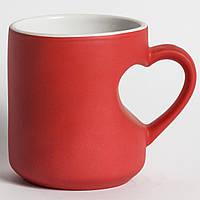 Красная чашка ручка-сердце