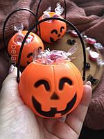 Відерце для цукерок у формі гарбуза на Хеллоуїн