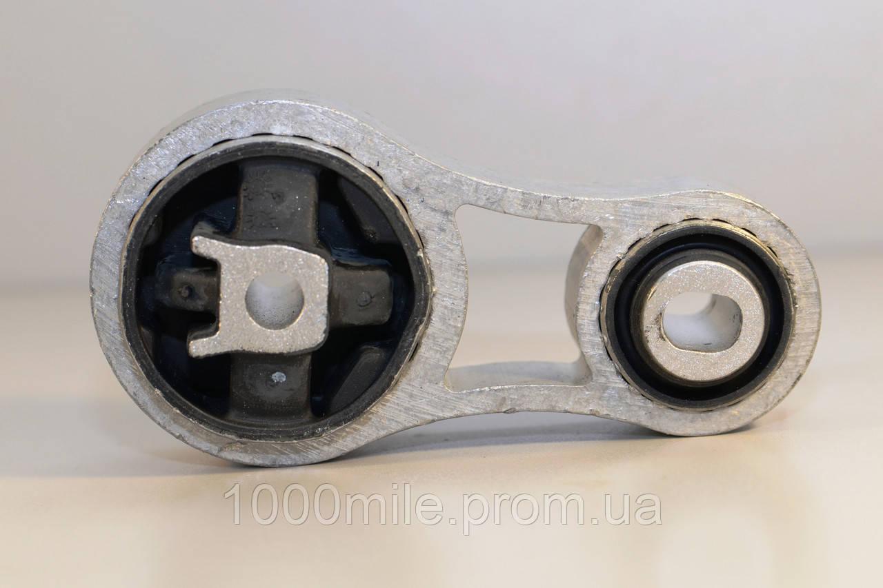 Подушка двигателя на Renault Trafic  2001->  1,9dCi  (вверху, восьмёрка) — AutoMega - 30-820000030827-