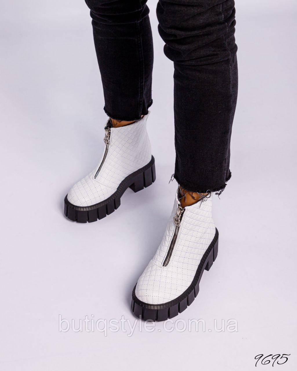 Женские белые стеганные ботинки натуральная кожа на молнии Деми