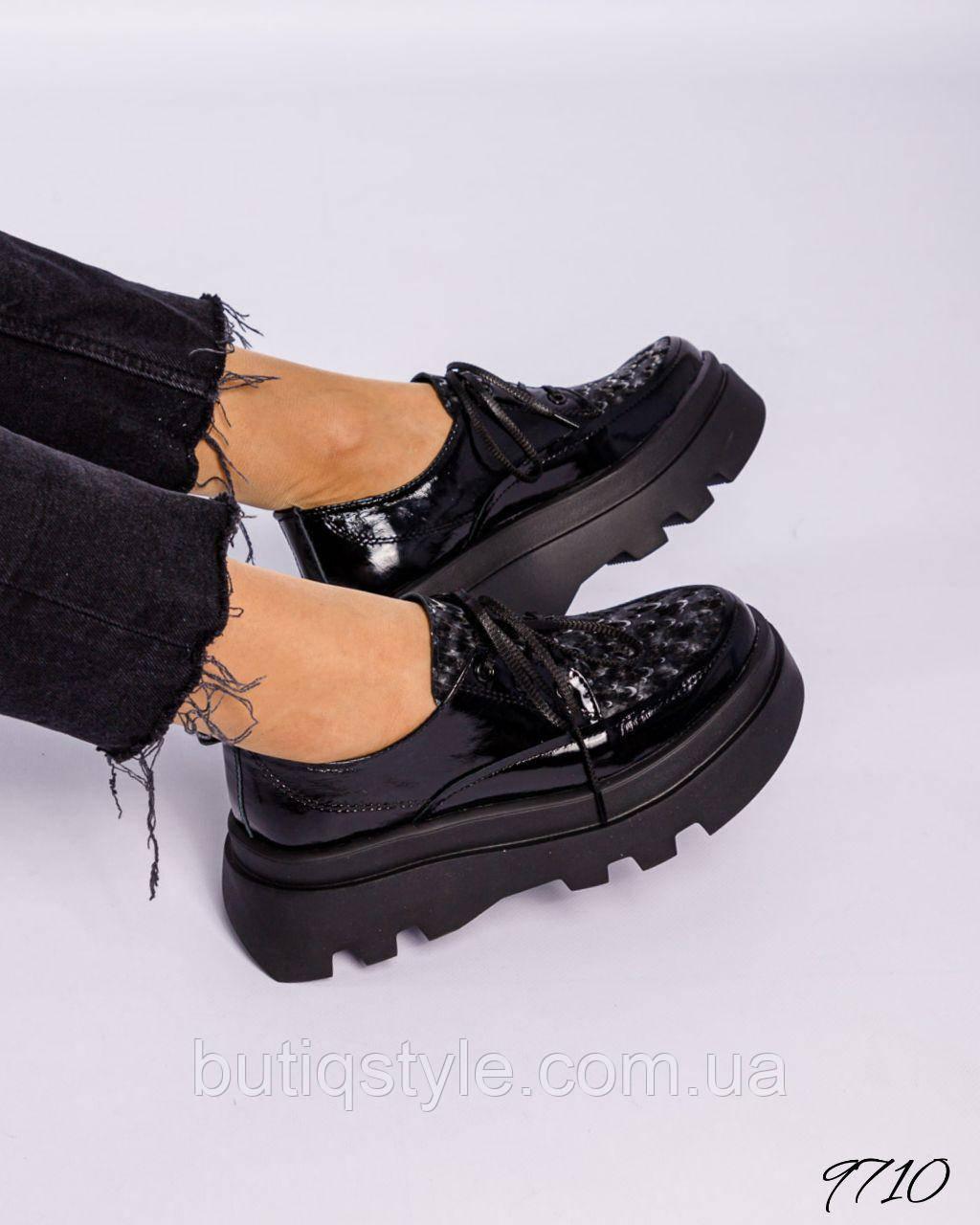 Женские черные туфли натуральная лакировая кожа на шнуровке