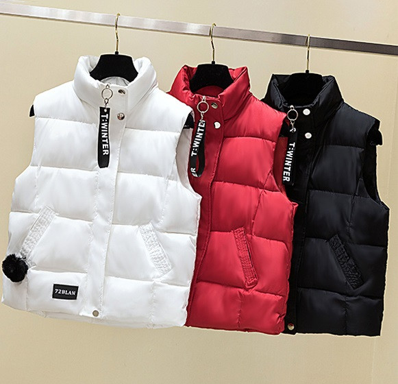 Жіночий осінньо-зимовий жилет куртка без рукавів оверсайз