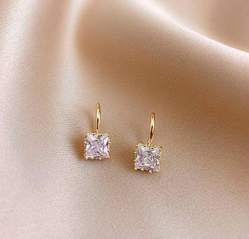 Женские золотистые серьги с белыми камнями код 2134