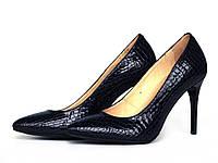 Классические туфли на шпильке из темно-синей фактурной кожи с лаковым блеском