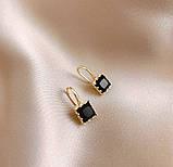 Жіночі золотисті сережки з чорними каменями код 2134, фото 2