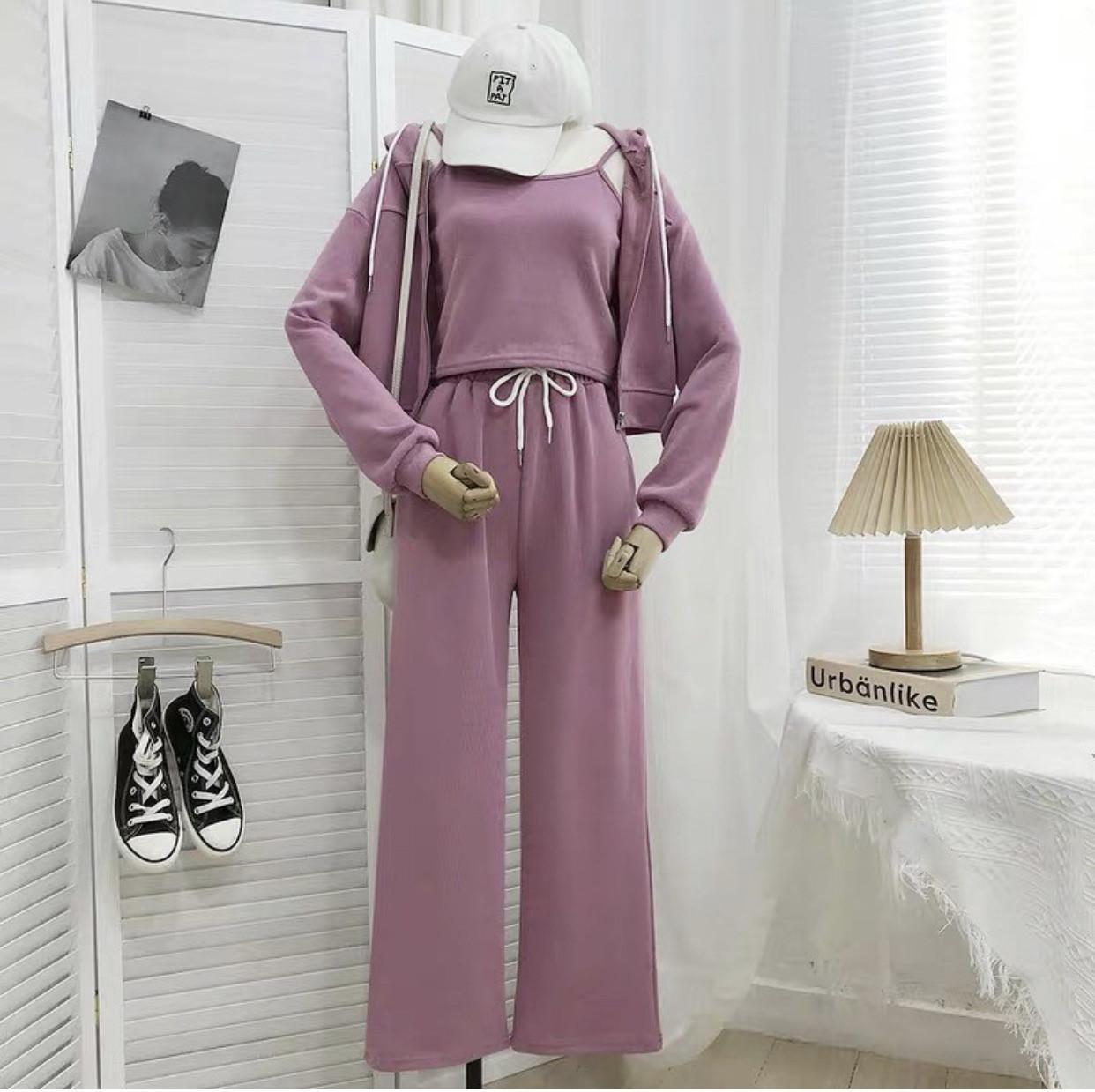 Женский прогулочный костюм тройка со штанами клеш
