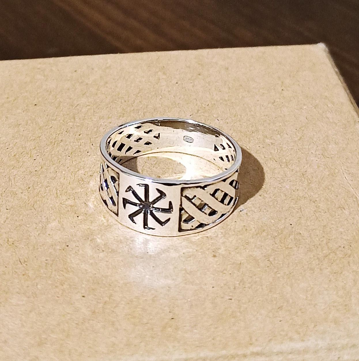 Серебряное кольцо с коловратом