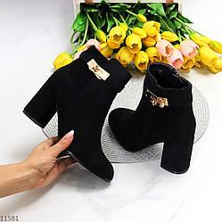 Люксовые черные женские ботинки ботильоны с декором на удобном каблуке