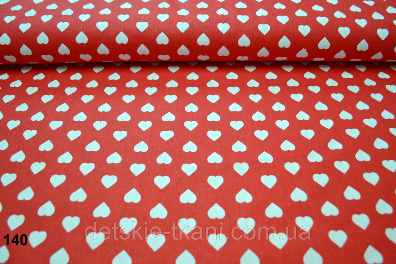 Бязь с белыми сердечками 15 мм на красном фоне (№140).