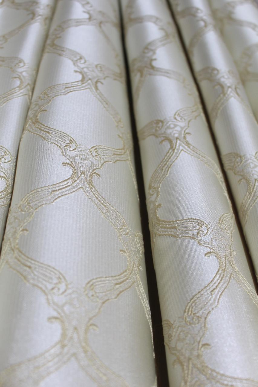 Ткань для штор в гостину, спальню молочного оттенка с легким узором. Турция