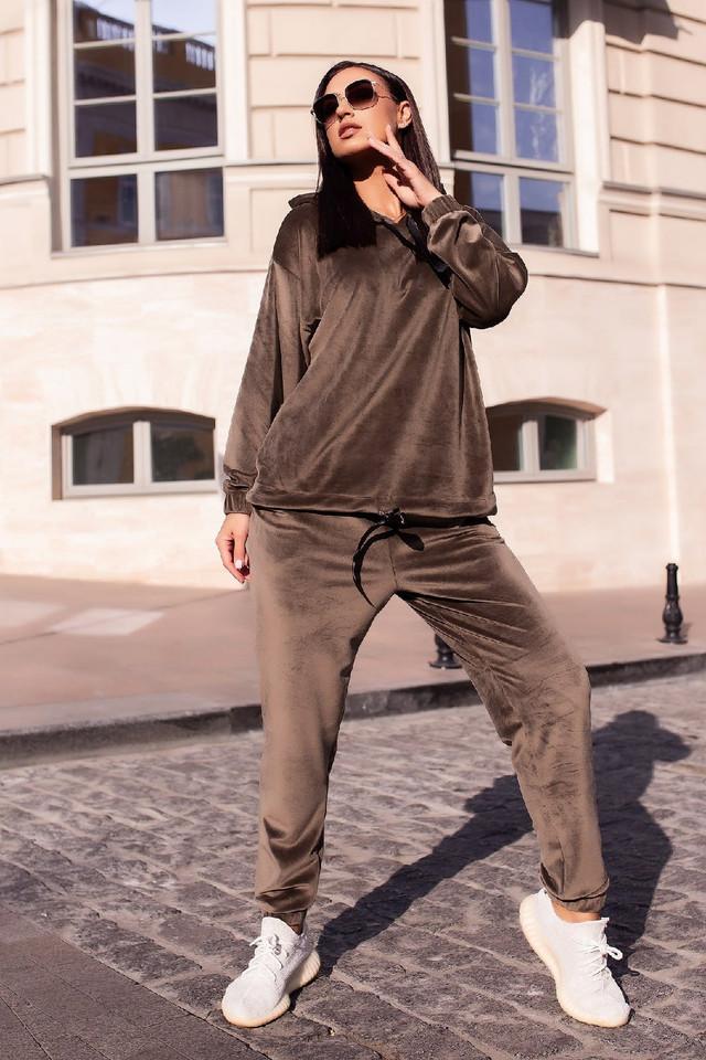 Стильный женский велюровый спортивный костюм оверсайз