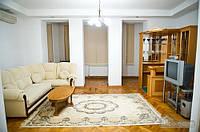 Бюджетная квартира на главном проспекте города, 3х-комнатная (20458)