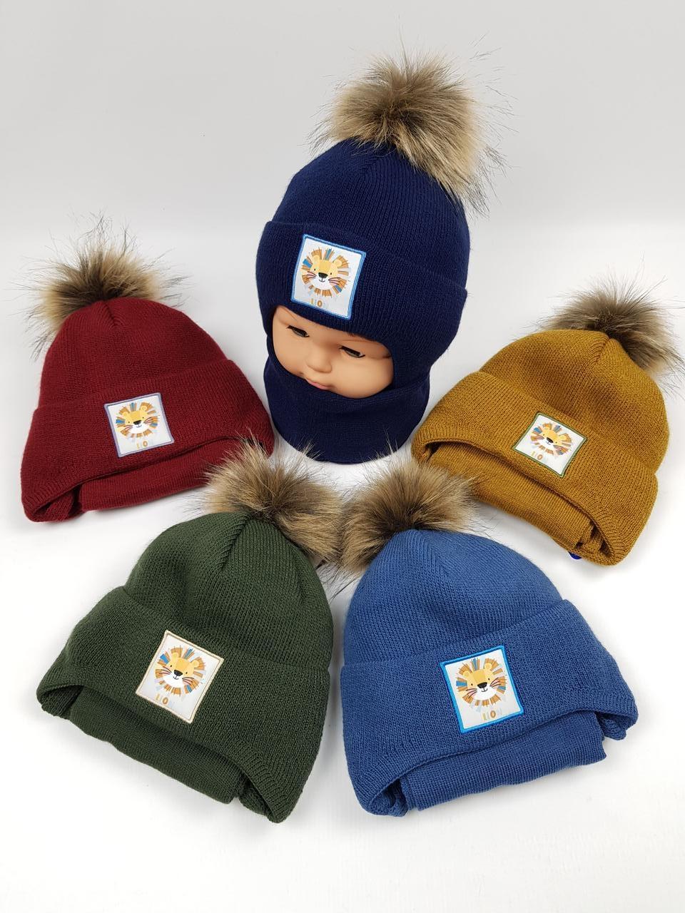 Дитячі польські зимові в'язані шапки на флісі з завязками і помпоном оптом для хлопців, р.44-46, Agbo