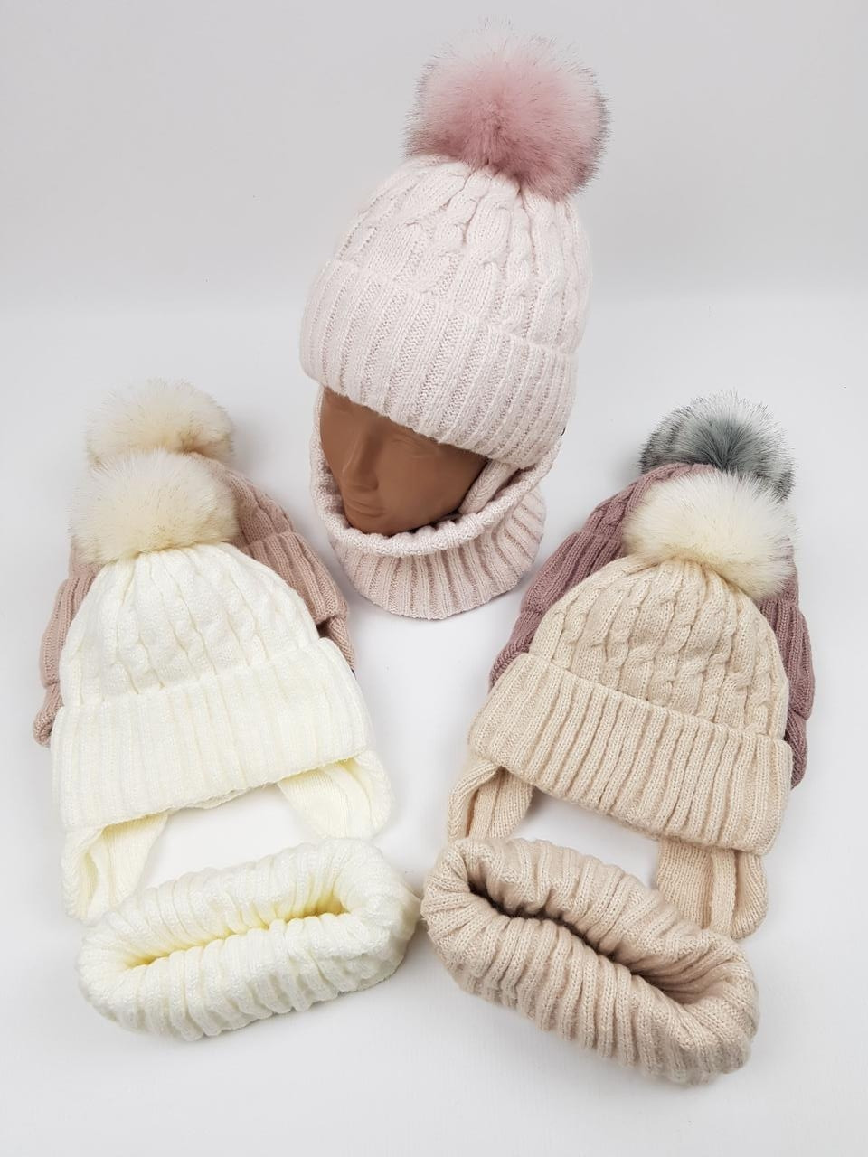 Детские польские зимние вязаные шапки на флисе с завязками и помпоном оптом для мальчиков, р.50-52, Agbo