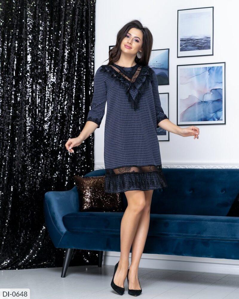 Красивое трикотажное платье короткое свободного кроя в клеточку со вставкой из сетки флок арт. 7979